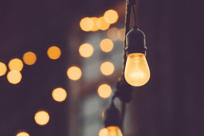 light-bulb-1209491_1280